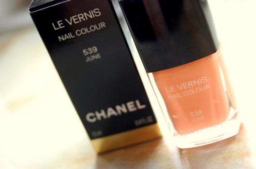 flot forårs neglelak fra Chanel